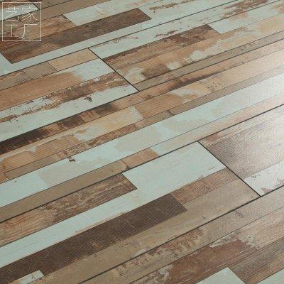 12mm强化地板复合木地板个性复古做旧仿古字母服装店
