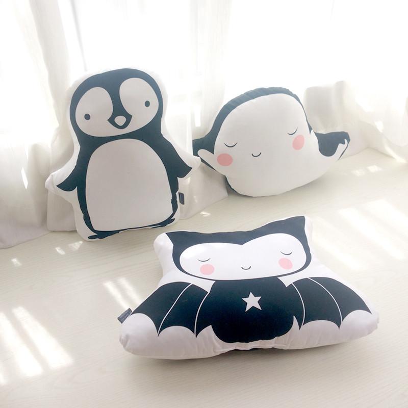 北欧黑白风格企鹅蝙蝠鲸鱼蝙蝠宝宝可爱全棉玩偶腰靠抱枕_1 双面不可