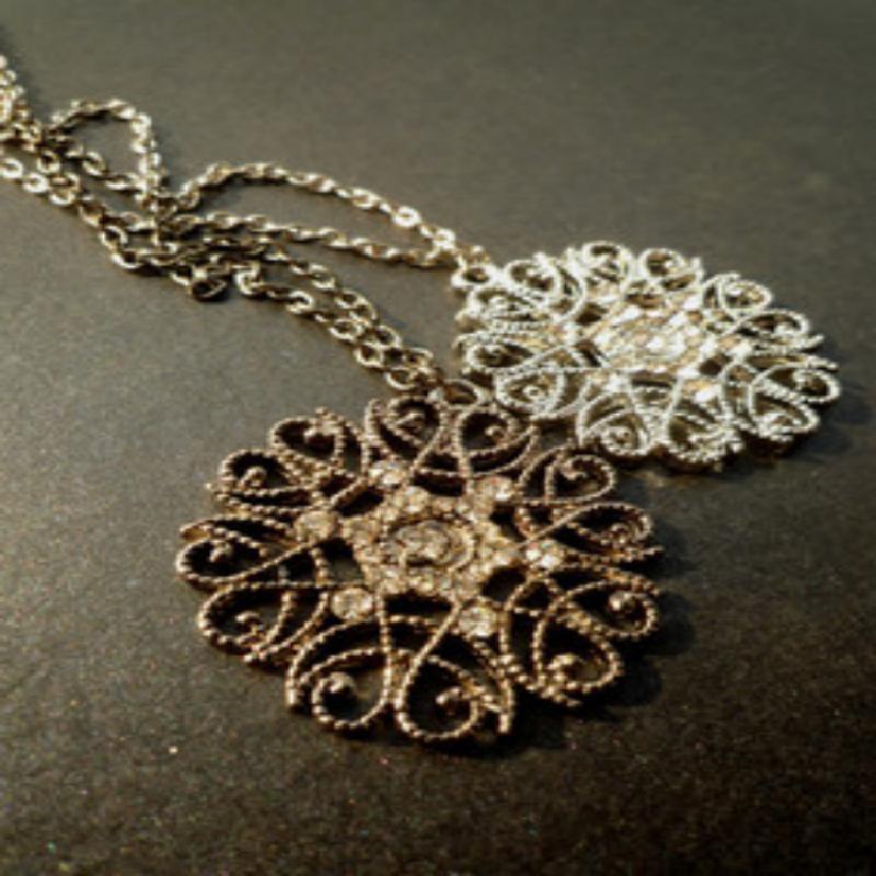 迈姿 波西米亚 镂空花纹 镶钻 嵌钻吊坠 女项 毛衣链