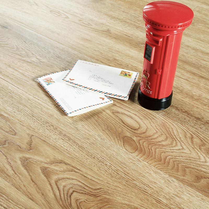 荣登仿实木强化复合地板木地板加州旅馆家用地暖防水