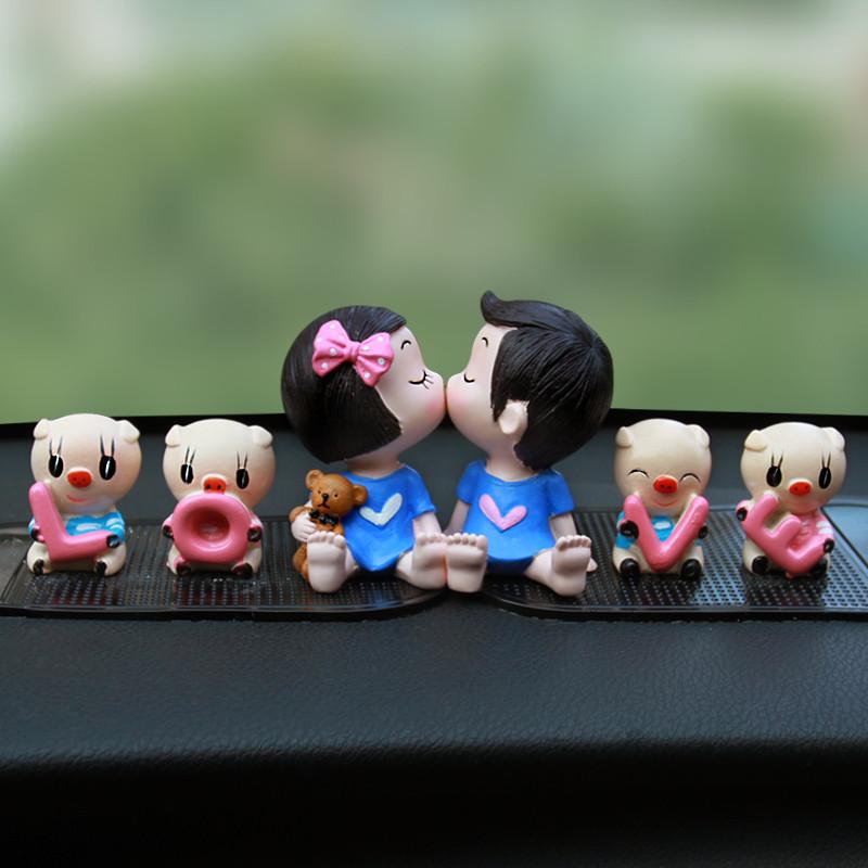 汽车摆件可爱亲嘴娃娃 情侣车饰公仔保平安