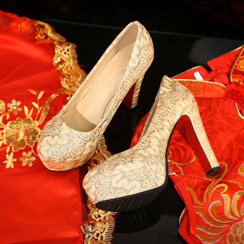 结婚红高跟鞋