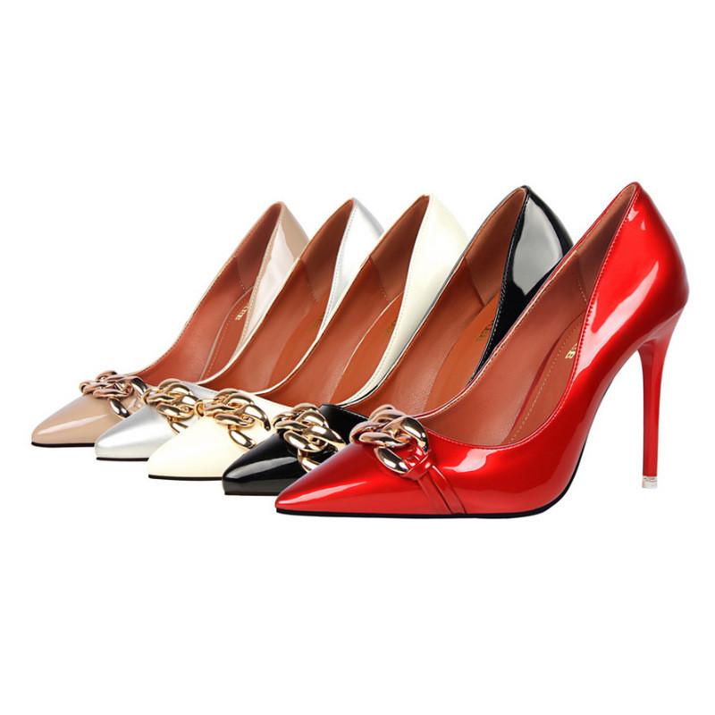 金属细高跟鞋