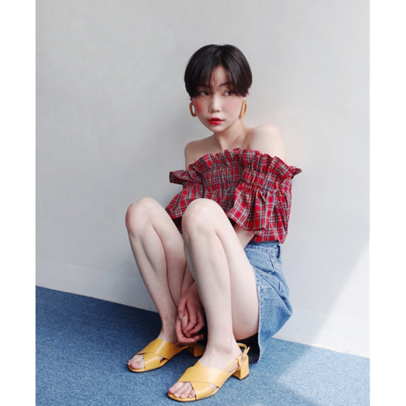 2017新款韩国 木耳边装饰 一字肩小可爱格子 短款衬衫